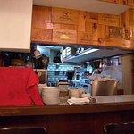 ビストロ・ア・ヴァン・ラ・パタータ - 客席からキッチン 一番奥にガスレンジがあるので・・・