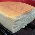 銀座 コージーコーナー - しっとりとしたスフレチーズ