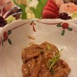 寿司海鮮 たはら - この塩辛も絶妙で美味しかったですし… もちろん、向こう側に見えるお刺身も♪