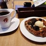 K-port - デザートピザとコーヒー