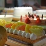 クラブハリエ 八日市玻璃絵館 - ショーケースのケーキ
