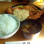 キッチン欧味 - ジャンボエビフライ(25センチ)定食