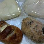 25380664 - 豆パン・ピーナッツサンド・くるみチーズ・いもパン