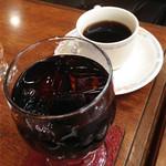 アイビー館 - ドリンク単品を頼むよりモーニングを頼んだほうが安かったのですが、       打ち合わせというコトで食べる感じでもなかったので、コーヒーとアイスコーヒー。