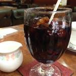 アイビー館 - アイスコーヒーを飲んだら甘い!       最初からシロップ入りでした。