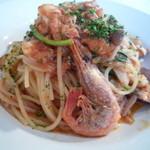 ブリラーノ - 料理写真:パスタランチ 1155円 パスタは 海の幸と色々きのこと叶野農場ルッコラのトマトソーススパゲティ