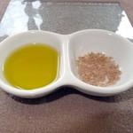 25381885 - オリーブオイルと藻塩