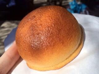 川越ベーカリー 楽楽 - ぷっくりした名物みそパン!