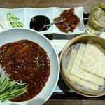 天津飯店 - 天津ジャージャー麺、北京ダック三昧セット、ジンジャーエール(2014/03/23撮影)