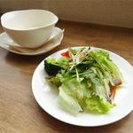 ラポカフェ - パスタセットのサラダとスープ