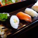 かに徳 - 松花堂ランチの寿司です