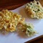 天ぷら 佐久間 - ランチ二回目提供の天麩羅(コーン、青葉で巻いた練り物、ふきのとう)。
