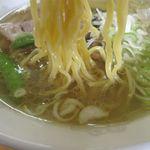 中華飯店 紅来 - 塩ラーメンの麺