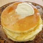 カフェ アリエッティ - プレーンパンケーキ(シロップをかけたところ、2014年3月)