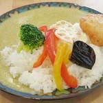 カフェ アリエッティ - 彩り野菜とチキンカツのグリーンカレー(ドリンクとセットで\800、2014年3月)