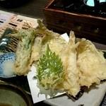 居食屋 たぬき - アジ キス タラの芽の天ぷら