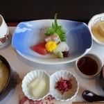 五十路 - 料理写真:刺身ランチ¥880-