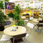 250Nikomaru Honey Cafe Boom Boom - キッズコーナーでは子ども達が自由に遊べて、ママも気兼ねなくおしゃべりできる店内です。
