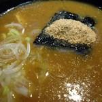 元祖尾張中華そば  - カレースープ接写。