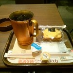 上島珈琲店 あざみ野店 - アイスコーヒーとクルミのスポンジケーキ