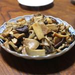 ジビエ料理アンザイ - 茸炒め:椎茸、しめじ、エリンギ、舞茸