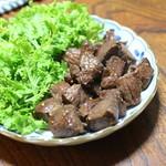 ジビエ料理アンザイ - 蝦夷鹿のもも肉のソテー、ニンニク醤油で