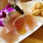 ジャポダイニング - ランチの前菜(ピクルスと生ハム)