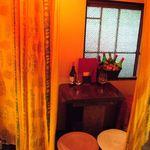 The World Kitchen - 【リゾートに来たような席】窓から吹く風で揺れるカーテンが心地良い!ゆったり空間でくつろいじゃってください