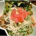 The World Kitchen - トマトやアボカドなどたっぷりと野菜が乗ったタコライス1000円