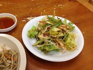 玉一 - ランチに付いてるサラダ。たっぷり美味しい!