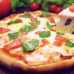 イタリアントマト鍋とオーガニックワインの店 COCOKARA - 自家製のトマトソースが決め手のマルゲリータ