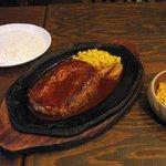 ブロンコ - テキサスハンバーグ(ハンバーグ(300g)、ライス、ミニメキシカンサラダ、ドリンク) (1,050円)