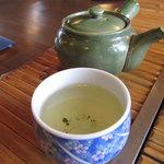 いろり茶屋 織田瓜 - お茶、ちょっと薄かったです・・・