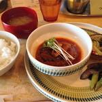 喫茶ウズラ - 日替わりランチ(煮込みハンバーグ)