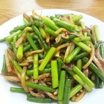 台湾料理 食の味 - ニンニクの芽と細切り肉の炒め