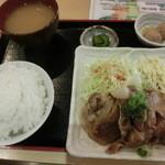 美ら風南風 - 日替わり定食、本日は豚肉の生姜焼きである。