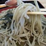 せいわ - コシがあり、食べやすいように短めにカットされた麺。