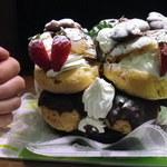 お菓子の雲仙堂 - シュークリーム二段分なのでこの高さです