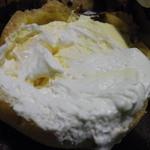 お菓子の雲仙堂 - シュークリーム1個1個にカスタード・生クリームがたっぷり