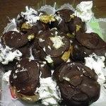 お菓子の雲仙堂 - 下の段のシュークリーム