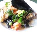 ベルドゥーラ - 料理写真:真っ黒な手打ちパスタ 春野菜と魚介のクリーム  ☆今のおすすめです☆