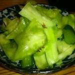 万味鳥 - つきだし。青菜とキャベツの浅漬け