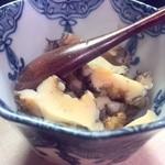 寿司処 しん - 蒸しあわびを肝醤油ご飯と一緒に