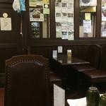 えびすや - 元喫茶店の店内、メニューがいっぱい