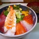 お食事処 たねいち - 海鮮丼 1200円。岩のりの味噌汁 100円。