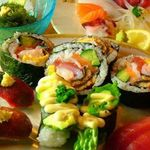 大衆すし居酒 穴場 - 寿司ご飯は、幻の米をいわれる岐阜の大粒で食感のある初霜という米に、江戸時代から伝わる手作りの製法で数年間熟成醸造した酢を使い、ネタは鮮度と品質、安全にコダワリ、珍しい、楽しい、ヘルシーにと、他では味わう事の出来ない美味しい寿司に仕上がってます