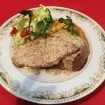 カフェ irodori - ポークソテーにプレーンのフレンチトーストです。