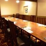 入母屋 - ■【南水谷 みなみみずたに】…10名様~14名様用 こちらは椅子席タイプの最大14名様までOKの団体様用個室です。 会社のご宴会や慶事・法事の会食でのご利用が多いお部屋です。
