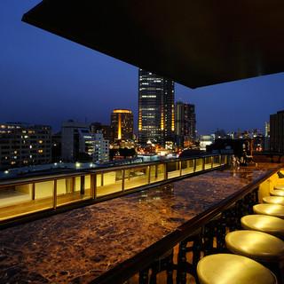 6階のルーフトップバーは最高の夜景が広がります!!