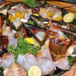 珊瑚礁 - <至福の活伊勢海老鍋>お鍋に入れる直前に生きた大きな伊勢海老をブツ切りに!
